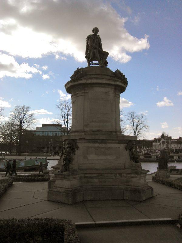 william shakespeare statue in Stratford-Upon-Avon